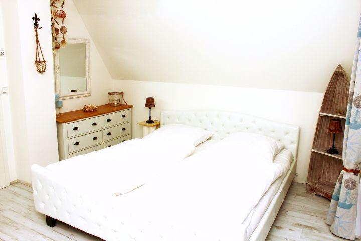 Schlafzimmer mit Boddenblick
