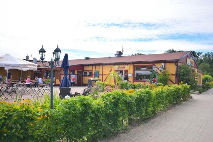 Restaurant und Cafe 50 m