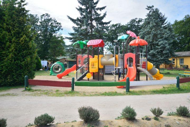 Spielplatz hinter dem Haus
