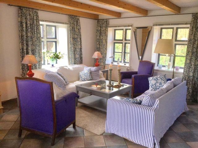 Ihr Wohnbereich, gemütliche Sofas, Sessel, TV