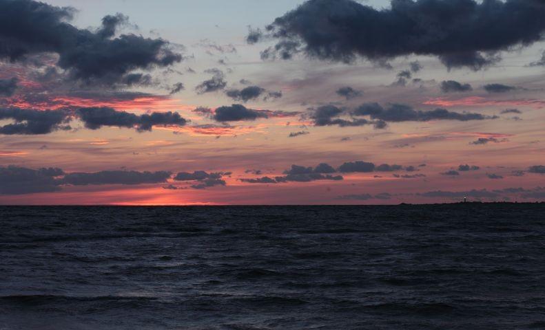 Sonnenuntergang am Strand (2 Gehminuten)