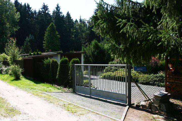 Einfahrt zum Ferienhaus Schott in Lengenfeld