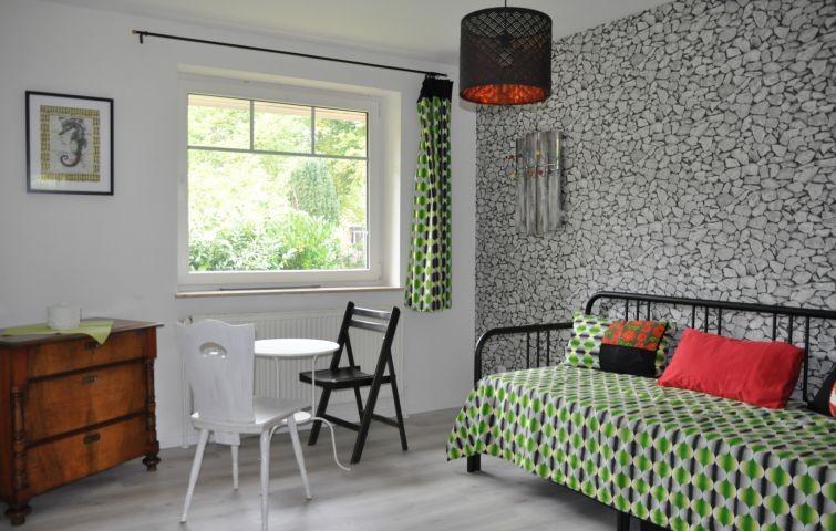 Schlafzimmer mit ausziehbarem Bett (160x200)