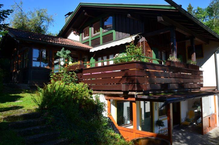 Romantisches Ferienhaus, Gartenseite, mit Oberstaufen-Plus-Karte