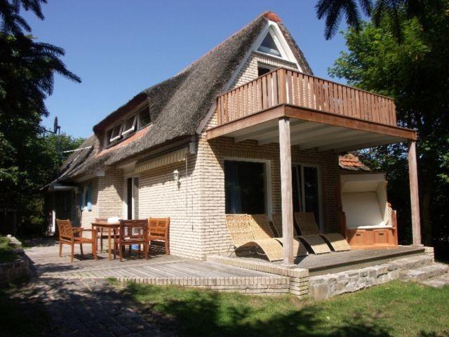 luxusferienhaus landhaus carpe diem mit pool sauna zaun. Black Bedroom Furniture Sets. Home Design Ideas