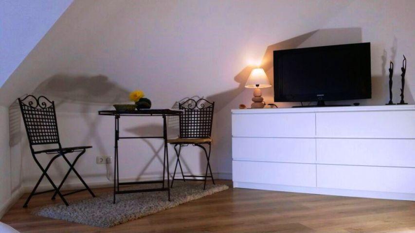 Schlafzimmer mit zweitem Fernseher