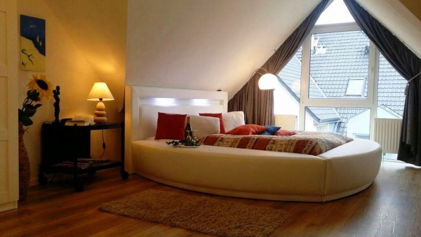 Rundes Bett im Schlafzimmer