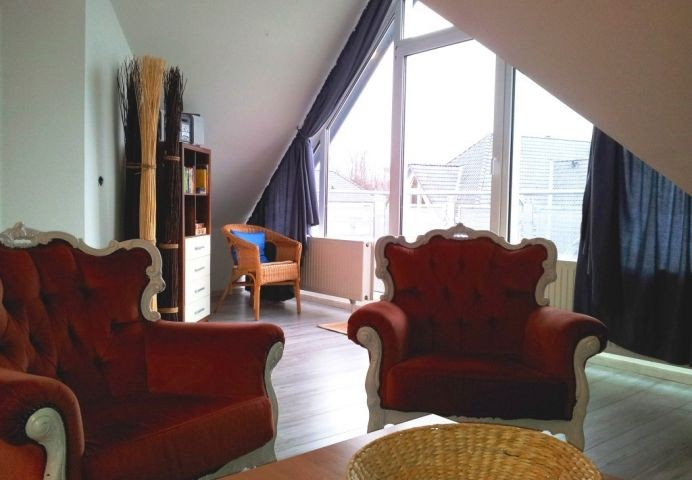 Wohnzimmer mit Blick zum Balkon