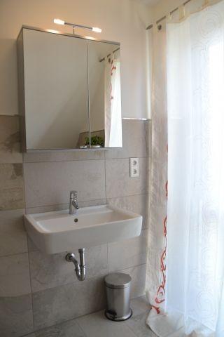 Badezimmer Obergeschoss im Ferienhaus Lüttet Strandhuus in Kalifornien an der Ostsee