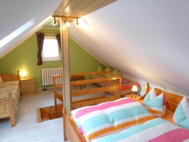 das Schlafzimmer bietet Platz für bis zu 4 Personen