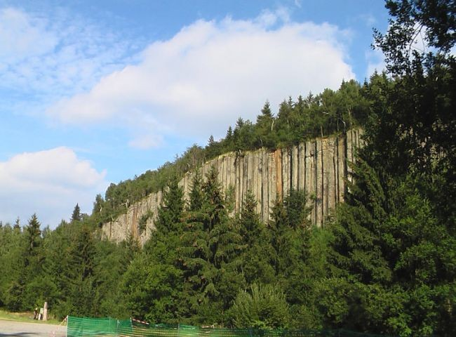 """Basaltsäulen ( """"Orgelpfeifen"""" ) am Scheibenberg"""