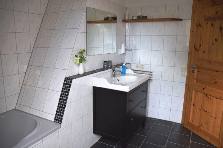 Badezimmer im Obergeschoss vom Ferienhaus Alte Backstube in Barsbek bei Schönberg