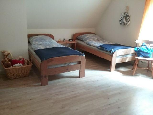 3.Schlafzimmer im Obergeschoss mit 2 Einzelbetten und Spielecke