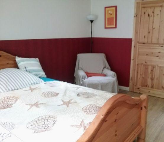 Das kleinere Schlafzimmer im Erdgeschoss mit 1,40 Bett
