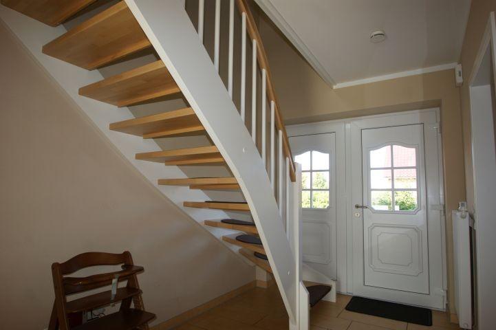 Flur und Treppe ins Obergeschoss