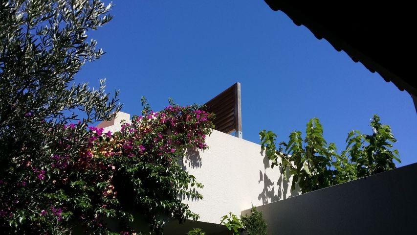 Blauer Sommer-Sonnen-Himmel