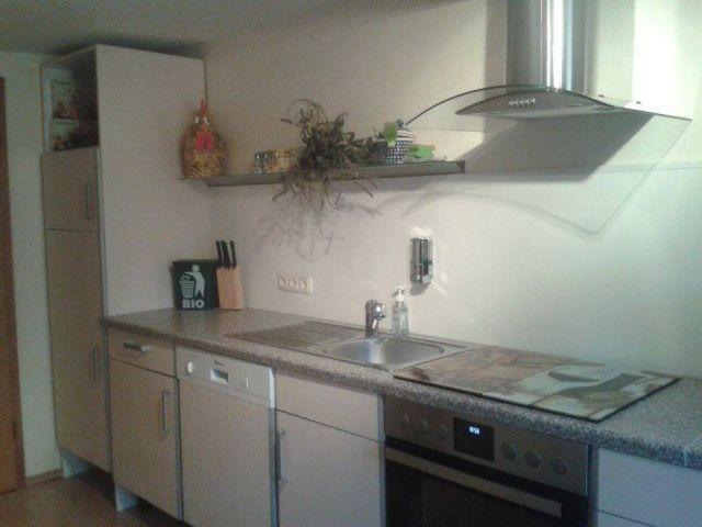 Die offene Küche grenzt an den Wohn-Essbereich an und ist komplett Ausgestattet mit allem was gebraucht wird.