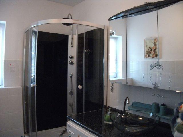 Dusche im Badezimmer EG