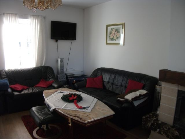 Wohnzimmer mit Freizeitecke und TV