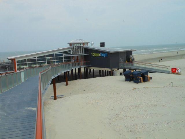 Strandpavillon 800 m entfernt