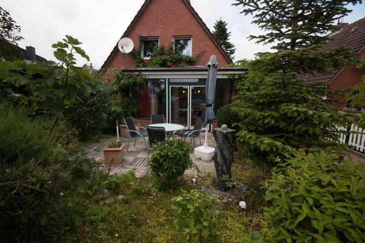 Vordere Terrasse und Wintergarten