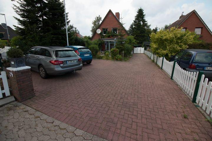 Einfahrt und Parkplätze der Auszeit Schönberg