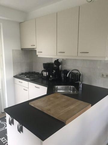 offene Küche zum Esszimmer ausgestattet mit Gasherd, Spülmaschine, 2 Kaffemaschinen, Toaster usw.