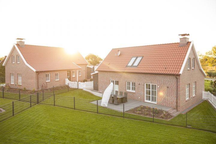 Häuser Pit (vorne) und Claas