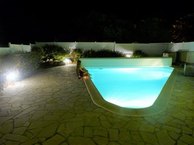 "Der Pool ""by night"""