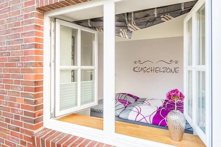 Schlafzimmer im Erdgeschoss mit Alkovenbett