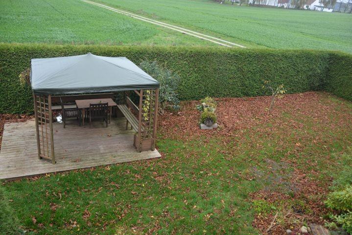 überdachter Sitzbereich im Garten
