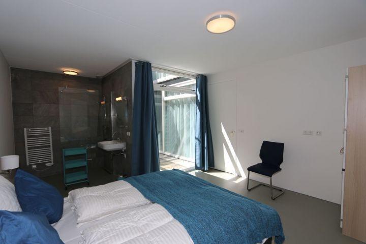 Schlafzimmer Erdgeschoß mit Dusche en Suite