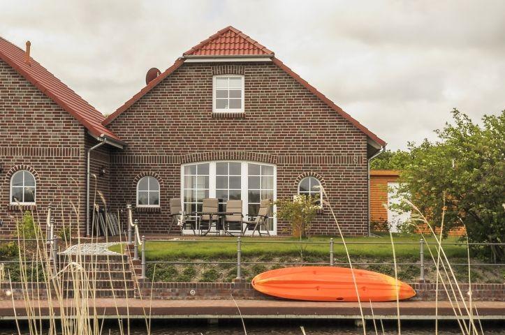 Haus Backbord mit eigenem Bootssteg
