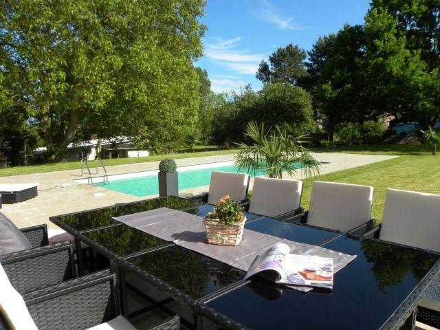 Der Garten mit Pool