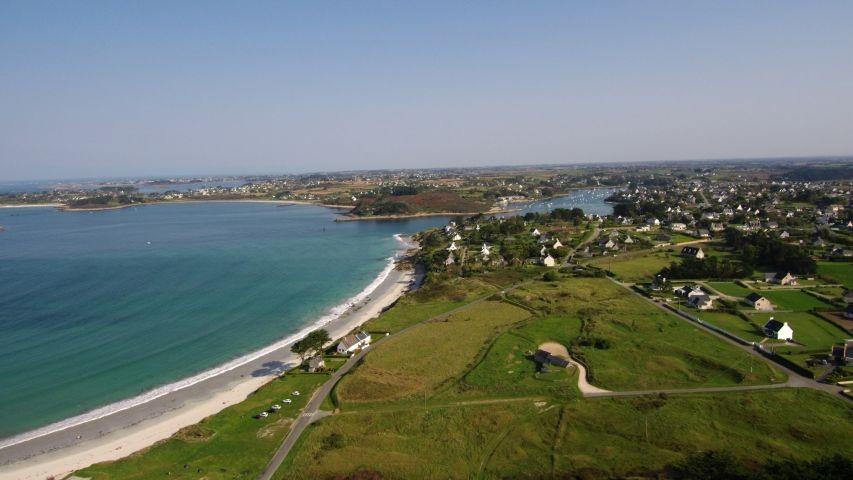 Blick vom Haus (aus 50m Höhe) auf St. Pabu und den Aber Benoit