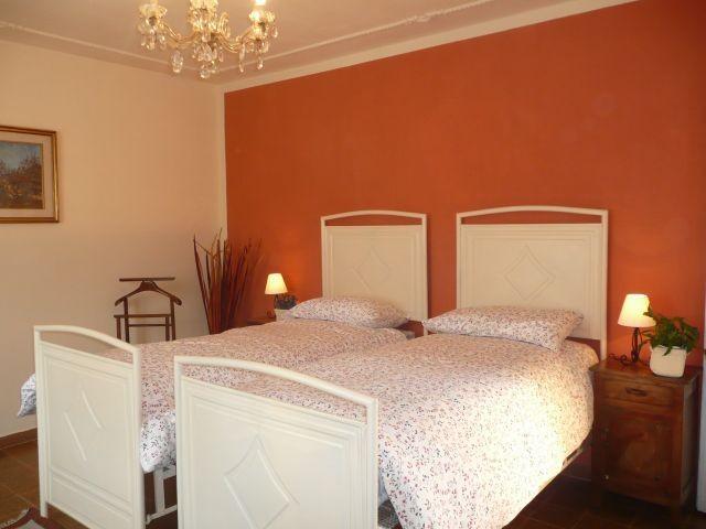Erste Etage: Schlafzimmer mit zwei Einzelbetten