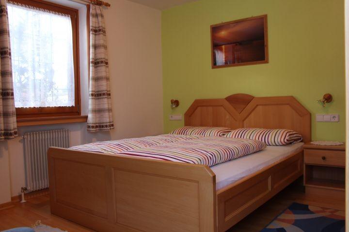 Schlafzimmer Ferienwohnung Sesvenna