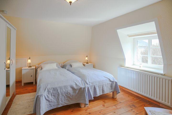 Schlafzimmer im OG: Blaues Zimmer