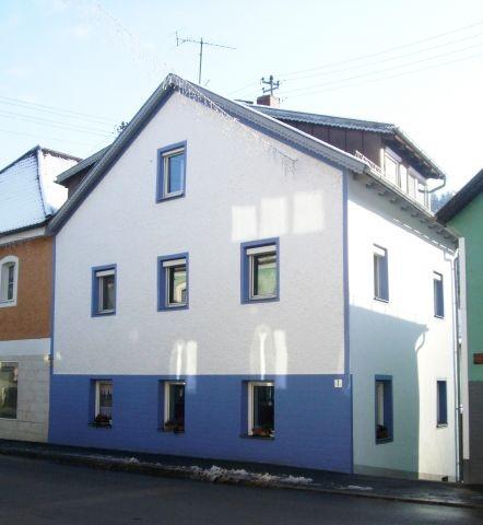 Unser Haus von der Straßenseite im Winter