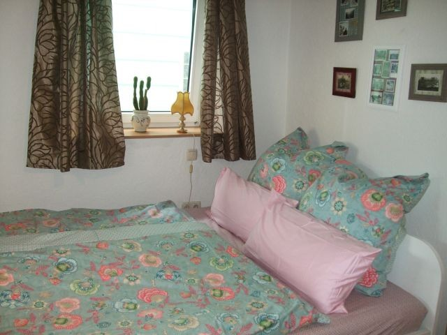 Schlafzimmer mit Doppelbett 1,60 x 2 m