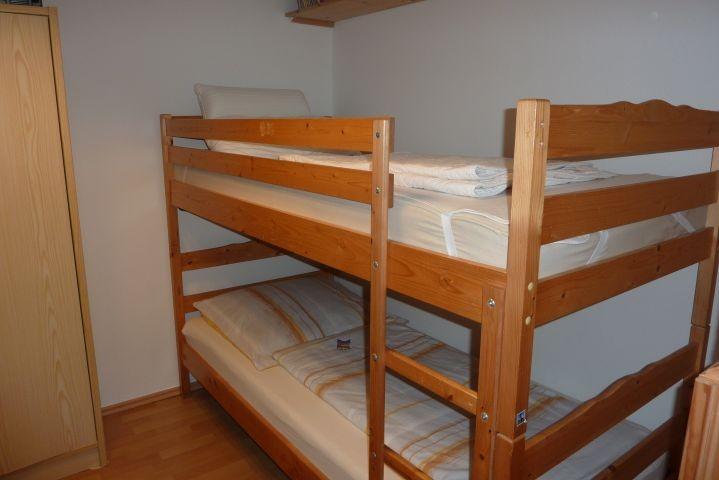 Schlazimmer 3 mit Etagenbett  und Durchgang zum Schlafzimmer 2