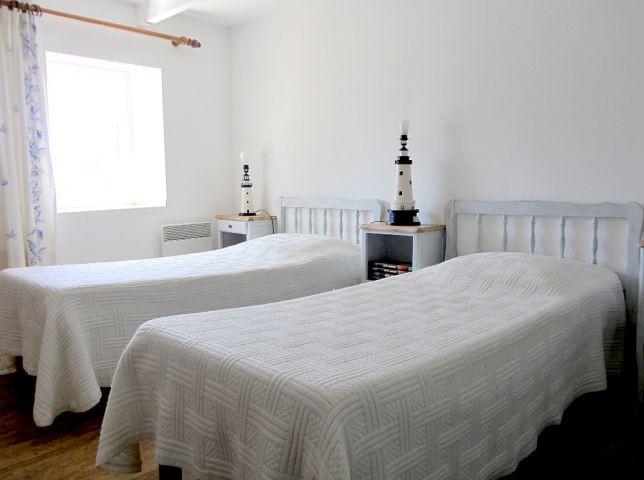 Schlafzimmer mit  3 Einzelbetten (Bett für Kinder auf Anfrage)