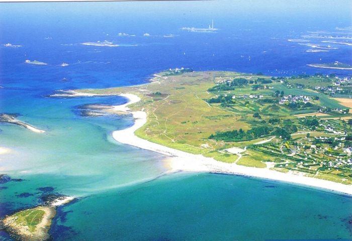 Die Halbinsel von St Marguerite in Landeda aus einem langen weißen Sandstrand