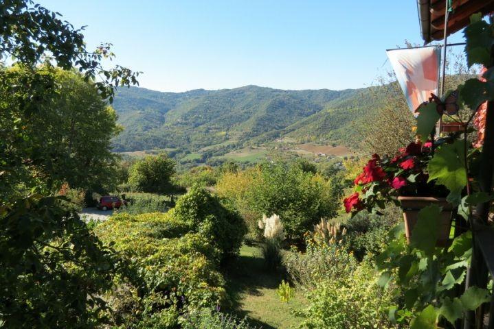 Fantastischer Blick auf Hügel und Tal