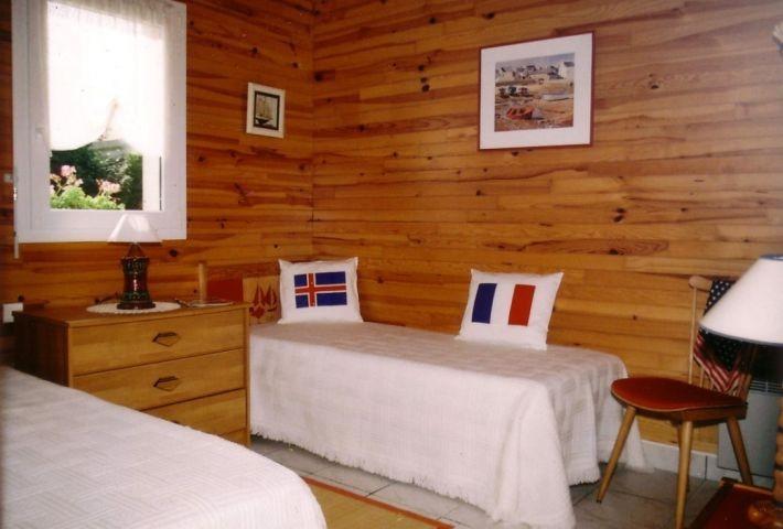 Gemütliches Schlafzimmer mit 2 Einzelbetten 90 und 1 Bett 75 x 180