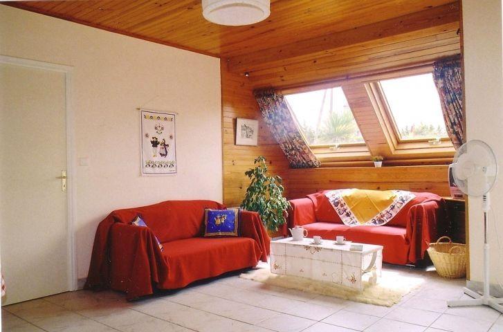 Wohnzimmer mit Sofa, Sessel, Satelliten-TV mit deutschen Programmen, DVD...