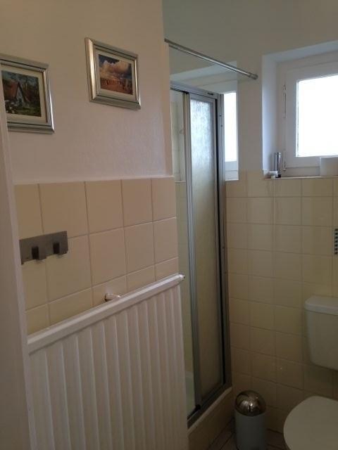 Bad, Erdgeschoß mit Dusche.