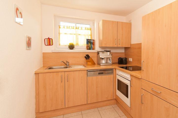 Küche mit Kaffeevollautomat , Toaster, Wasserkocher. Geschirrspüler, Bachofen, Ceran.....