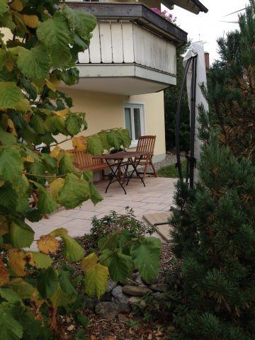 Sonnenterrasse mit Liegen und Stühlen, Grill und privaten Garten !