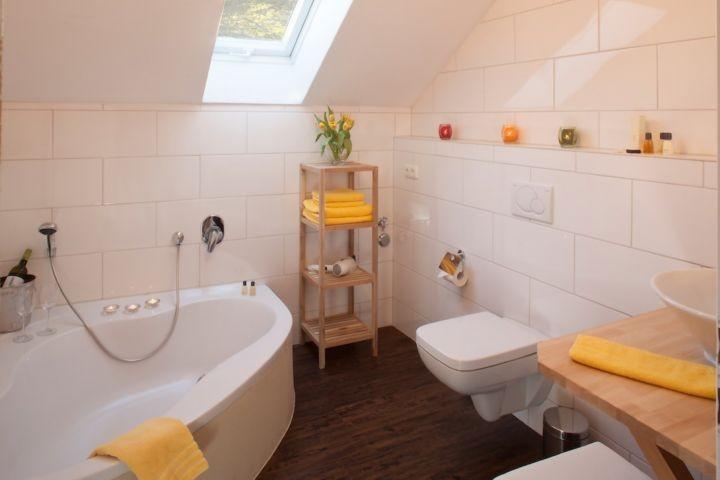 Badewanne und 2 Toilette !
